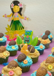 Luau cupcakes, hawaiian party dessert, kids birthday party
